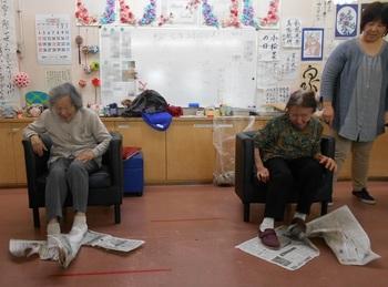 新聞紙きり.JPG